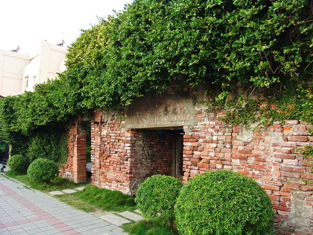Anping Oyster Shell Cement Kiln Museum(安平蚵灰窯暨附屬建築)